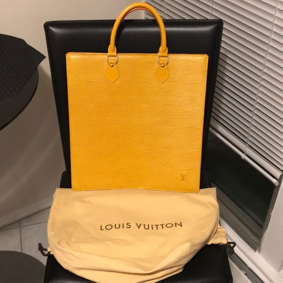 aafa76633bfe Louis Vuitton Handbags - 💛 Louis Vuitton Sac Plat Epi Leather Tote 💛